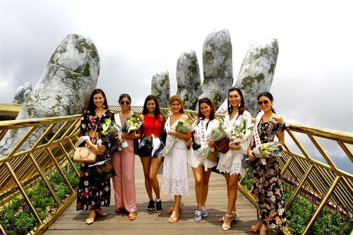 Dàn hoa hậu các nước check-in cầu Vàng Đà Nẵng - ảnh 1
