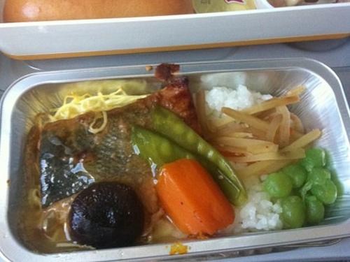 Lufthansa năm 2013: Cá hồi, cơm và thịt.