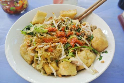 Miếng trộn là món ăn phổ biến ở đường phố Hà Nội.