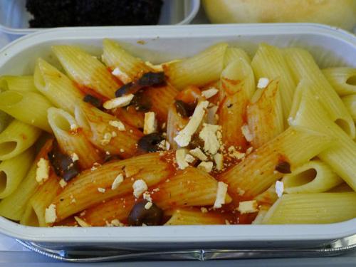 Aegean Airlines in 2011: Pasta với ô liu đen và phô mai feta