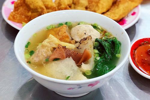 Địa chỉ ăn uống không lo mưa gió thất thường ở Sài Gòn - 2