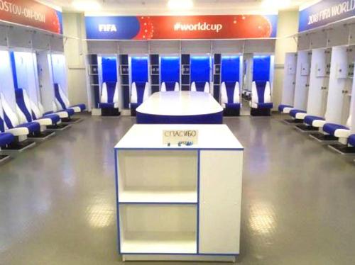 World Cup năm nay là một ví dụ lớn. Sau khi Nhật Bản thua trận cuối cùng, cả đội tuyển đã ở lại để dọn sạch toàn bộ phòng thay đồ và để lại một tờ giấy ghi lời cảm ơn. Ảnh: Twitter.
