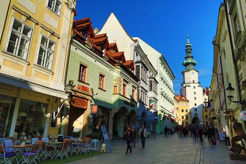 Khu phố cổ ở Bratislava. Ảnh: