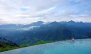 Bên trong resort có bể bơi vô cực ở Sa Pa