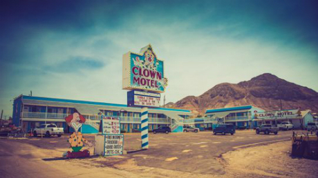 Dù nằm ở nơi hẻo lánh, khách sạn Clown luôn kín phòng. Ảnh: Metro.