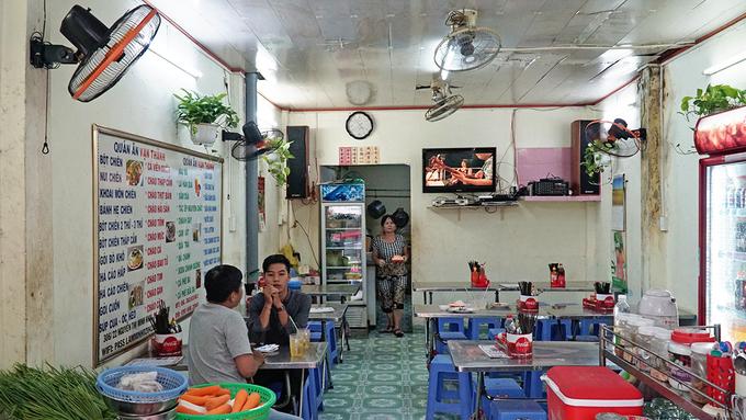 Xe bột chiên 20 năm của vợ chồng người Hoa ở Sài Gòn