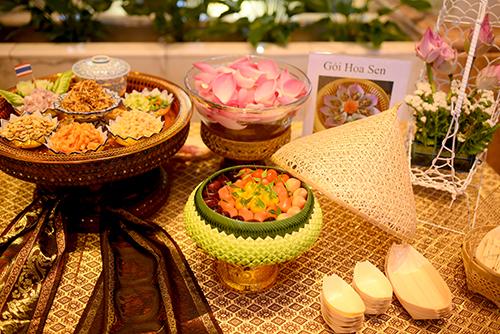 Gỏi hoa sen... là những món đặc trưng của Thái Lan.