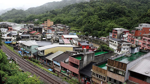 Bình Khê cách Đài Bắc 45 phút lái xe. Để tới đây, du khách có thể chọn tàu hỏa từ ga Ruifang của Đài Bắc theo tuyến Bình Khê. Ảnh: CNN.