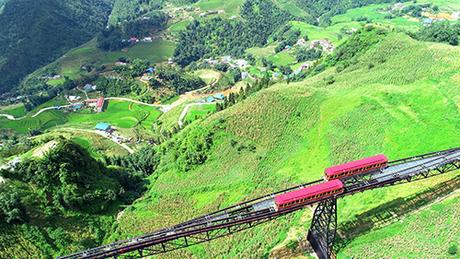 Khung cảnh thung lũng Mường Hoa nhìn từ trên cao.