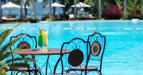 hay đắm mình trong làn nước trong xanh của hồ bơi lớn nhất thành phố Nha Trang.