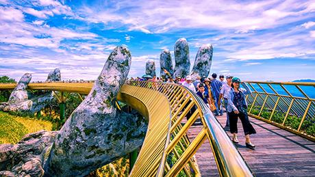 Cầu Vàng (Golden Bridge) Sun World Ba Na Hills thật sự đã chinh phục thế giới.