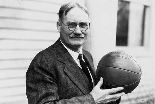 Người Canada phát minh ra bóng rổ. Đó chính là James Naismith (ảnh), sinh ra ở thị trấn Ramsay (hiện là Almonte, Ontario).