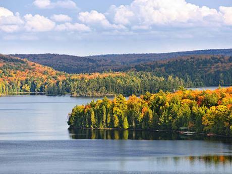 Có khoảng 2 triệu cái hồ ở Canada, nhiều hơn tất cả số hồ trên thế giới cộng lại. Ảnh:Narcity.