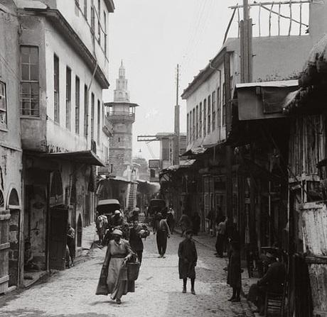 Thủ đô là Damascus, hay được biết đến với tên gọi Thành phố Hoa nhài. Đây cũng là một trong những thành phố cổ nhất thế giới, có lịch sử từ thiên niên kỷ thứ 3 trước CN. Cái tên này cũng xuất hiện 45 lần trong kinh Cựu Ước và 15 lần trong Tân Ước. Ảnh: Buzzfeed.