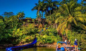 Khách sạn có máng trượt nước dài 45m dẫn ra biển