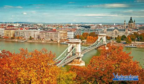Thủ đô Budapest cuốn hút du khách với phong cảnh thu lãng mạn như Paris.