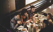 Lý do ra đời của các nhà hàng 'mò mẫm trong bóng tối'