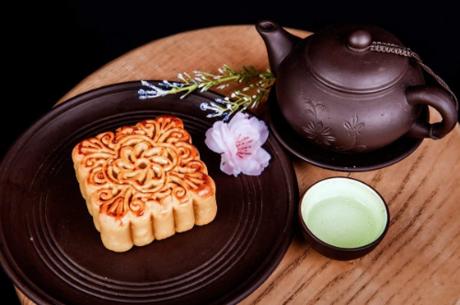 Bánh ngon hơn khi nhấm nháp cùng trà.