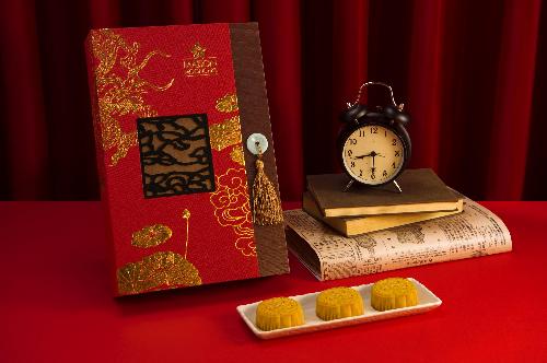 Hộp Khát Vọng: gồm 8 bánh 80g: Trứng nghiền Hong Kong, Thập cẩm, Trà Ô Long, Trà xanh, Sen trắng trứng mặn, Đậu đỏ, Đậu xanh, Sầu riêng.