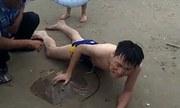 Khách Trung Quốc bật khóc vì bị cá đuối chích chỗ hiểm