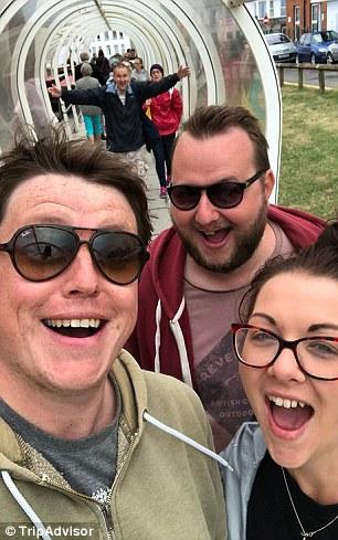Trò đùa biến lối đi vô danh thành điểm đến hút khách ở Anh - ảnh 2