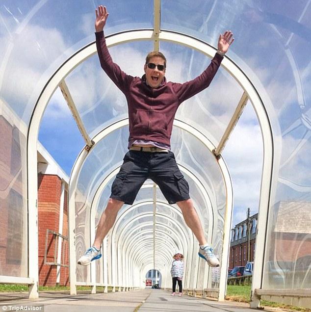 Trò đùa biến lối đi vô danh thành điểm đến hút khách ở Anh - ảnh 4