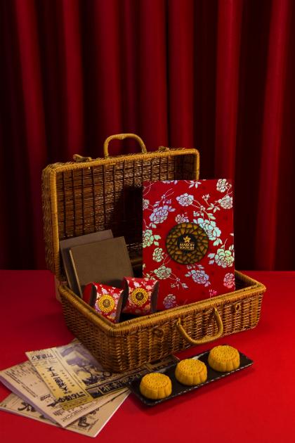 Hộp Nồng Nàn: gồm 6 bánh 80g Trứng nghiền Hong Kong, Thập cẩm, Trà xanh, Sen trắng trứng mặn, Đậu đỏ, Đậu xanh.