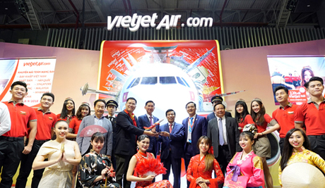 Sáng 06/9, Hội chợ Du lịch quốc tế Thành phố Hồ Chí Minh lần thứ 14 (ITE HCMC) đã khai mạc tại Trung tâm Triển lãm và Hội nghị Sài Gòn (SECC). Tham gia ngày hội từ 06/9 - 08/9/2018, Vietjet mang đến hàng loạt hoạt động hấp dẫn dành cho người dân và du khách. Đây là năm thứ 5 liên tiếp, Vietjet tham gia sự kiện thương mại du lịch quốc tế thường niên lớn và uy tín hàng đầu trong khu vực tiểu vùng Mekong.