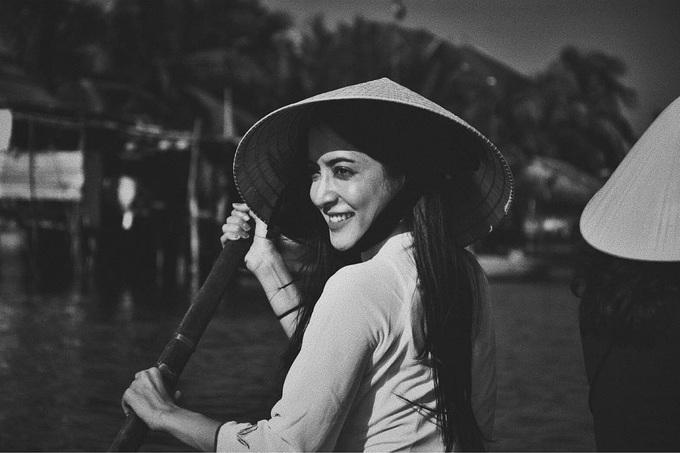 Nhan sắc 'vạn người mê' của minh tinh Thái trong tà áo dài Việt