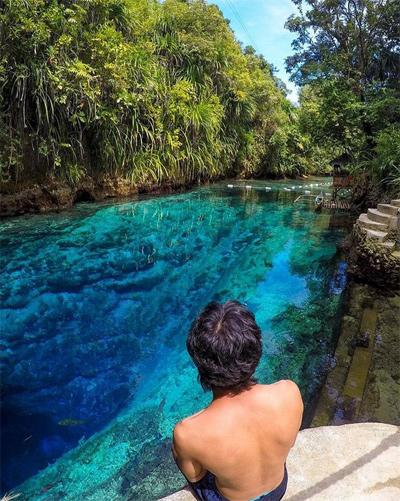 5. Sông Hinatuan Enchanted, Surigao del Sur, Philippines Nằm trên đảo Mindanao ở Philippines, dòng sông Enchanted Hinatuan chảy qua cả Biển Philippine và Thái Bình Dương. Những màu sắc độc đáo trên dòng nước và độ sâu bí ẩn đến nay vẫn chưa được khám phá đã truyền cảm hứng cho biết bao truyền thuyết hấp dẫn về các nàng tiên ban tặng màu ngọc bích kì diệu cho dòng sông.
