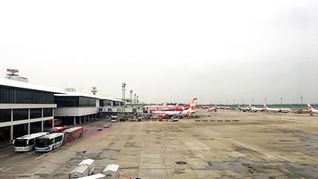 Một số chuyến bay có lối đi trực tiếp dẫn ra máy bay, Ảnh: NVCC.