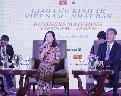 Phó Tổng giám đốc Vietjet Nguyễn Thị Thúy Bình (giữa) chia sẻ thông tin về kế hoạch khai thác các đường bay giữa Việt Nam  Nhật Bản của Hãng
