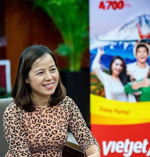 BàNguyễn Thị Thúy Bình có nhiều chia sẻcảm nhận của mình về sự gần gũi giữa Việt Nam - Nhật Bản tại buổi giao lưu.