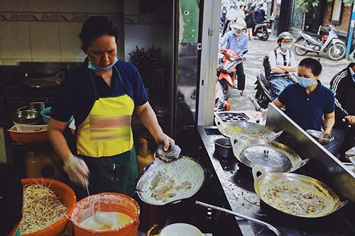 Quán ăn nằm trong một con hẻm trên đường Điện Biên Phủ, quận 3. Ảnh: Linh Sea.