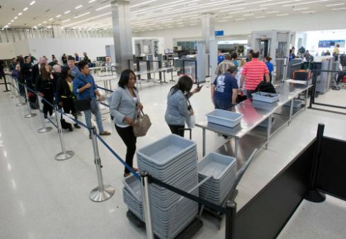 Khu kiểm tra an ninh tại sân bay Helsinki. Ảnh:Wilfredo Lee.