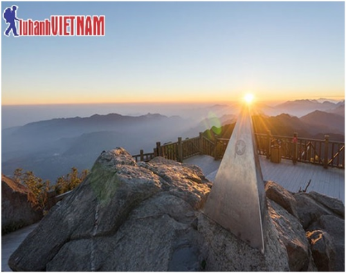 Bình minh trên đỉnh Fansipan  nóc nhà Đông Dương.