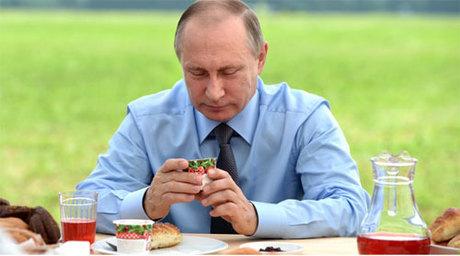 Thói quen ăn uống của người đứng đầu nước Nga cũng là vấn đề được nhiều người quan tâm. Ảnh: Russia Beyond.