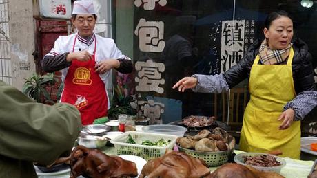 Tại Đài Loan, hành động giết hại, tiêu thụ thịt chó sẽ bị phạt lên tới 8.500 USD. Ảnh:BBC.