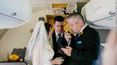 Cứ 50 người thì sẽ có một người tìm thấy tình yêu trên những chuyến bay. Ảnh: Turner.