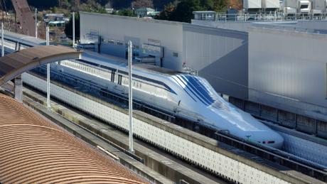 Trên ảnh là tàu cao tốc Maglev, chạy trên tuyến Chuo Shinkansen, nối Tokyo-Nagoya-Osaka. Ảnh: Japan.