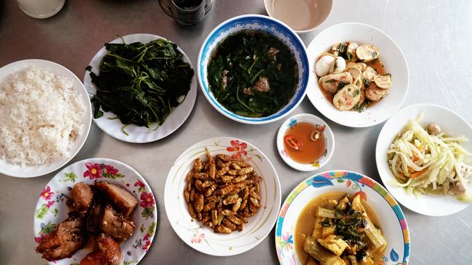 Quán cơm Bắc gần 60 năm chỉ bán 4 tiếng mỗi ngày ở Sài Gòn