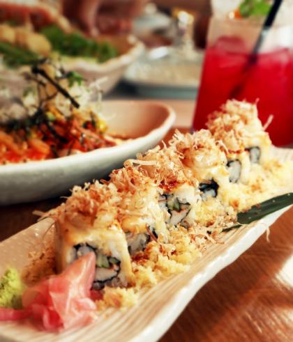 Nhà hàng còn nổi tiếng với việc sử dụng gạo Nhật cho toàn hệ thống để chế biến các món sushi.Với hải sản Hokkaido, gạo Nhật, sushi ở nhà hàng sẽ mang đến thực khách trải nghiệm ẩm thực đúng điệu xứ Phù tang.
