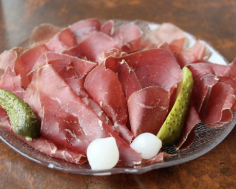 Đặc sản thịt khô mostbröckli. Ảnh: Frigaliment.