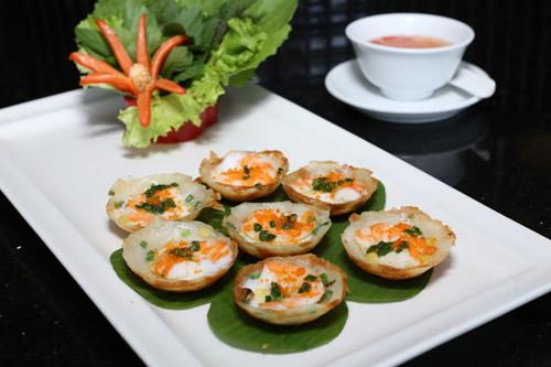 bên cạnh những món ăn địa phương được chế biến cẩn thận và bày trí đẹp mắt như Bánh Khọt Thượng Uyển, Phở Xào Hải Sản...