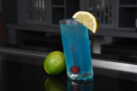 Bên cạnh các món ăn, đồ uống của Rooftop Garden Bar cũng nổi tiếng với các loại cocktail quốc tế được pha chế chuyên nghiệp, đặc biệt là các thức uống sáng tạo của riêng Rex, mang một nét đặc trưng riêng mà không nơi nào có thể làm ra được  đó là những công thức bí mật của các bartender xuất sắc của Rex  những người từng đạt các giải thưởng lớn trong các cuộc thi pha chế thức uống đẳng cấp.