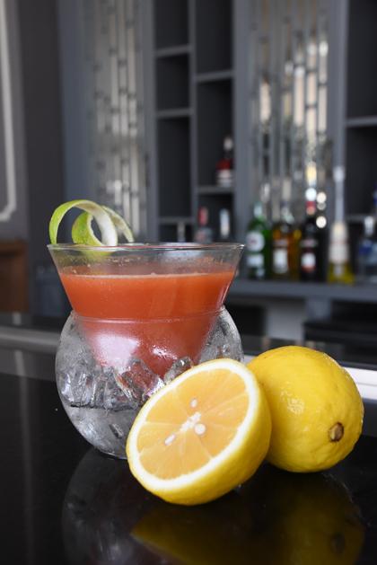 Tất cả các nguyên liệu được dùng để pha chế đều được lựa chọn từ những dòng sản phẩm cao cấp, uy tín và chất lượng, nhờ vào kĩ thuật pha chế điêu luyện của các bartender mà tạo ra các màu sắc khác nhau.