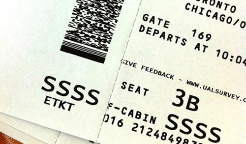 Khách hàng cầm tấm vé có ký hiệu SSSS có thể bị hải quan để ý hơn.