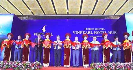 Đây là bốn khách sạn 5 sao thuộc dòng khách sạn nội đô, có vị trí đắc địa, được Công ty Cổ phần Vinpearl khai trương ngày 15/9, nâng tổng số cơ sở Vinpearl cả nước lên 27.