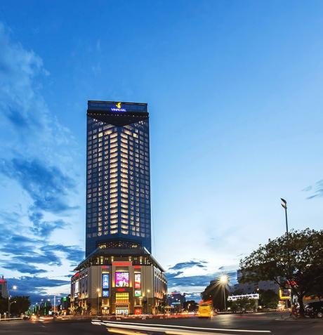 Tại Huế, Vinpearl Hotel Huế cao 33 tầng nổi bật tại trung tâm ngã 6 tuyến đường huyết mạch của cố đô. Công trình có kiến trúc tháp hình chữ V, thiết kế hiện đại với không gian mở, giao hòa với thiên nhiên.