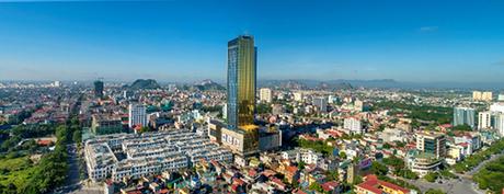 Nằm ngay ngã tư trung tâm thành phố Thanh Hóa, Vinpearl Hotel Thanh Hóalà khách sạn 5 sao đầu tiên tại địa phương, một lựa chọn cho những chuyến công du, du lịch, hội họp.